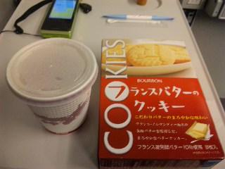 新幹線車内での晩ご飯弁当とおやつ